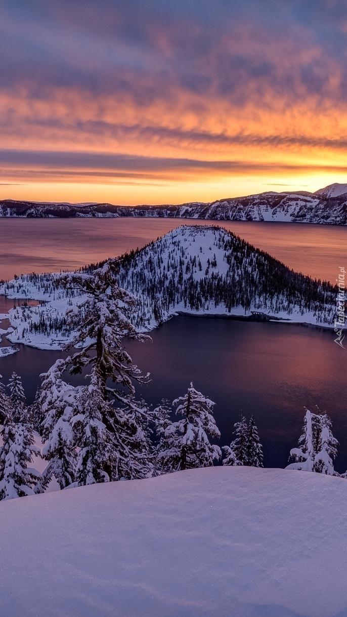 Wyspa Czarodzieja na jeziorze Kraterowym w Oregonie
