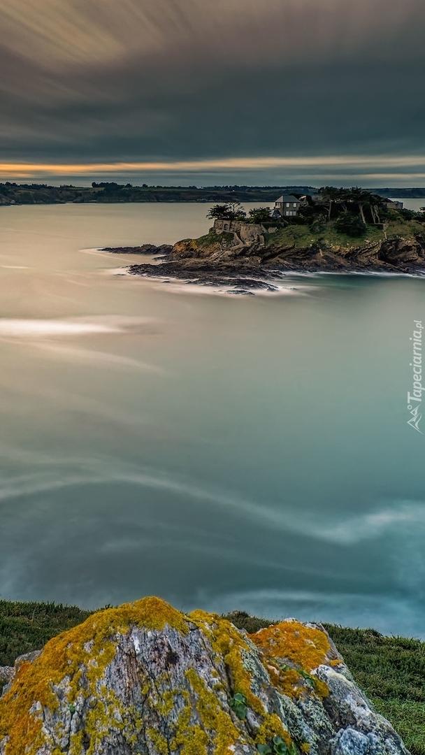 Wyspa Fort Guesclin na Oceanie Atlantyckim
