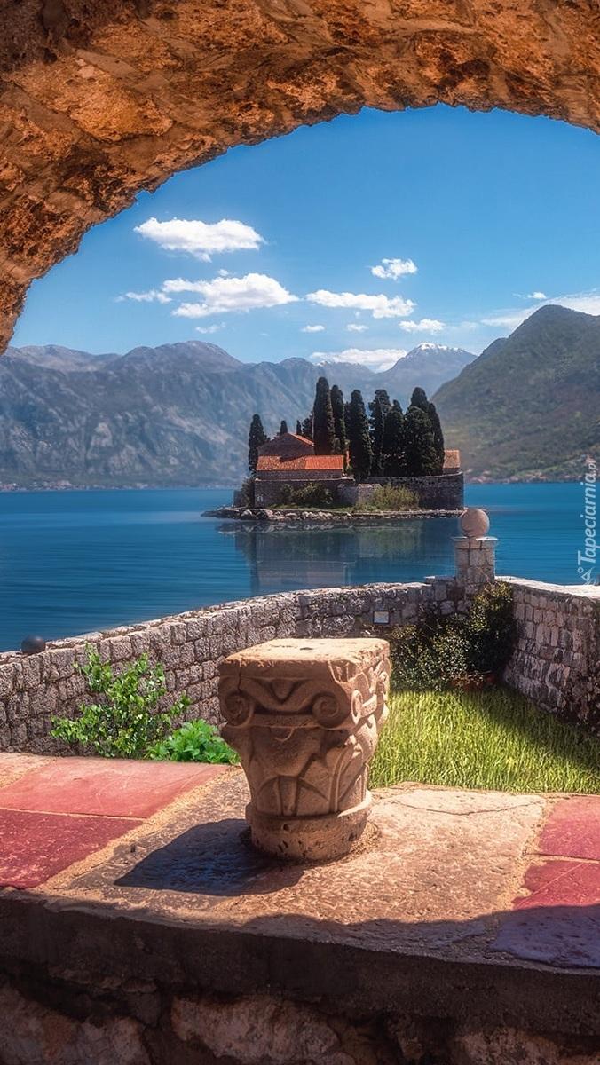 Wyspa Gospa od Skrpjela w Czarnogórze