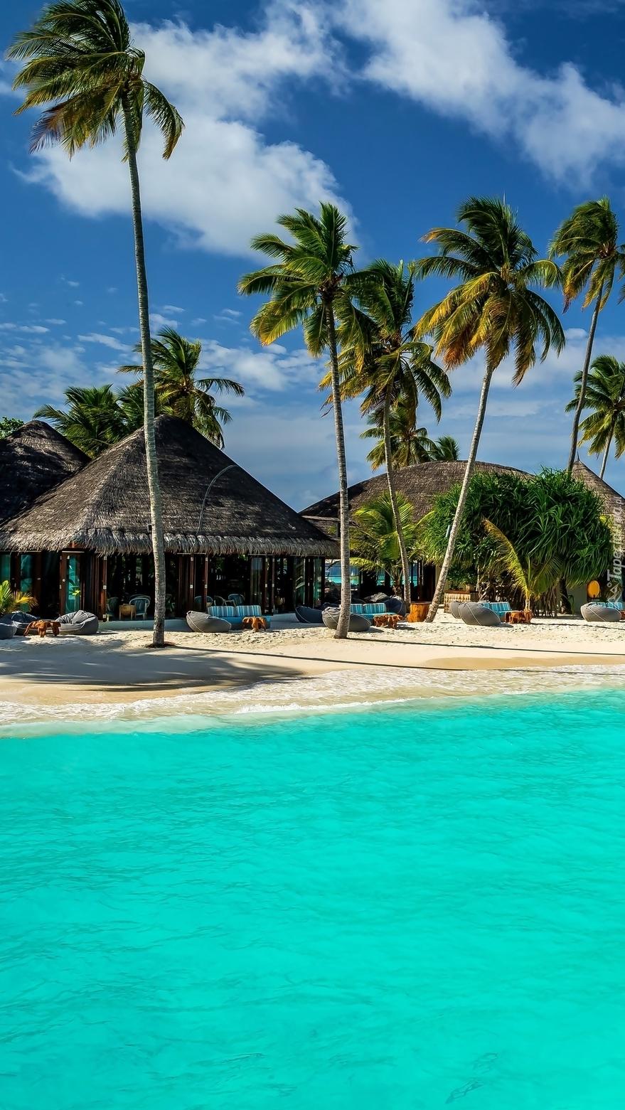 Wyspa z domkami i plażą