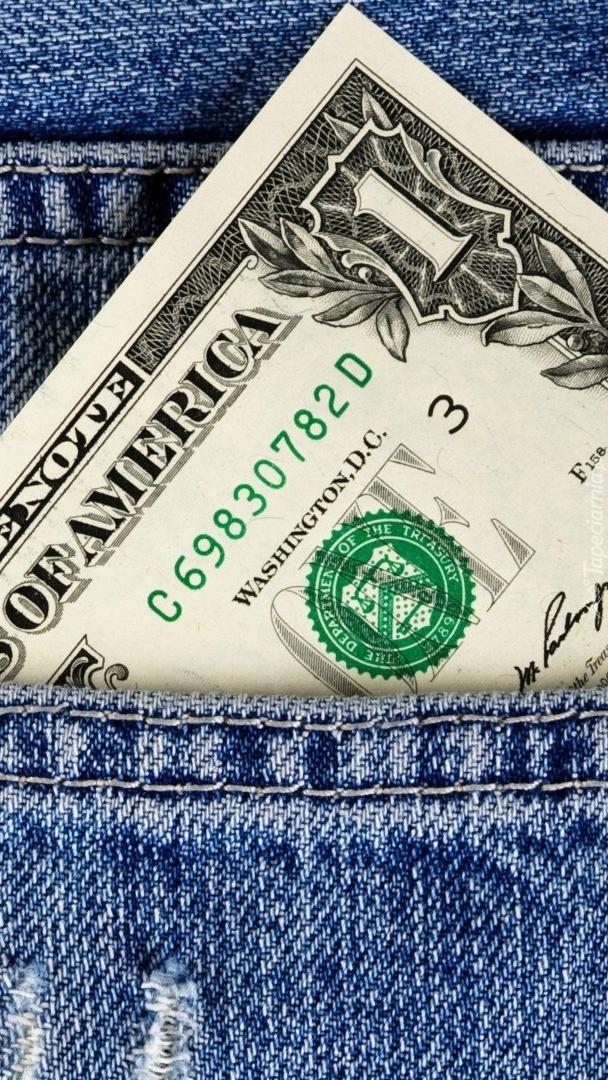 Wystający dolar z kieszeni