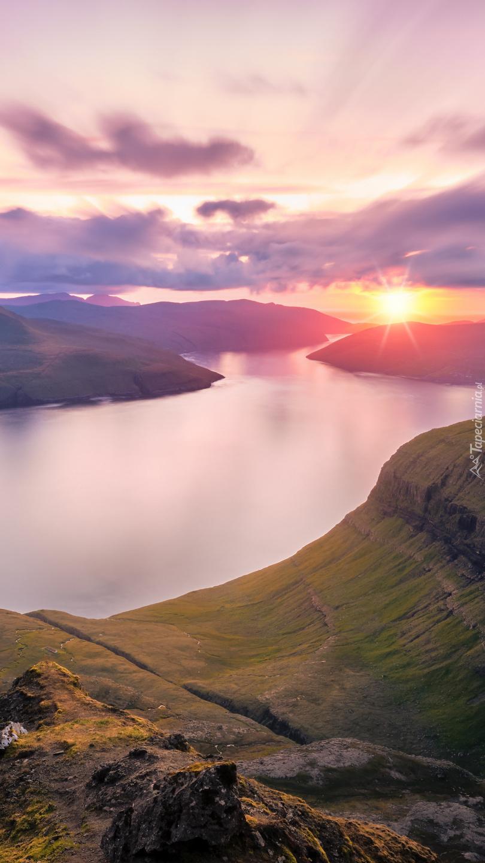 Wzgórza o zachodzie słońca
