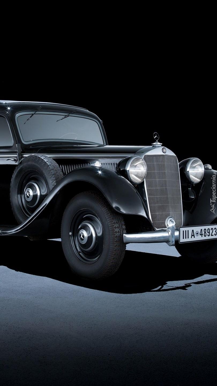 Zabytkowy Mercedes-Benz 320