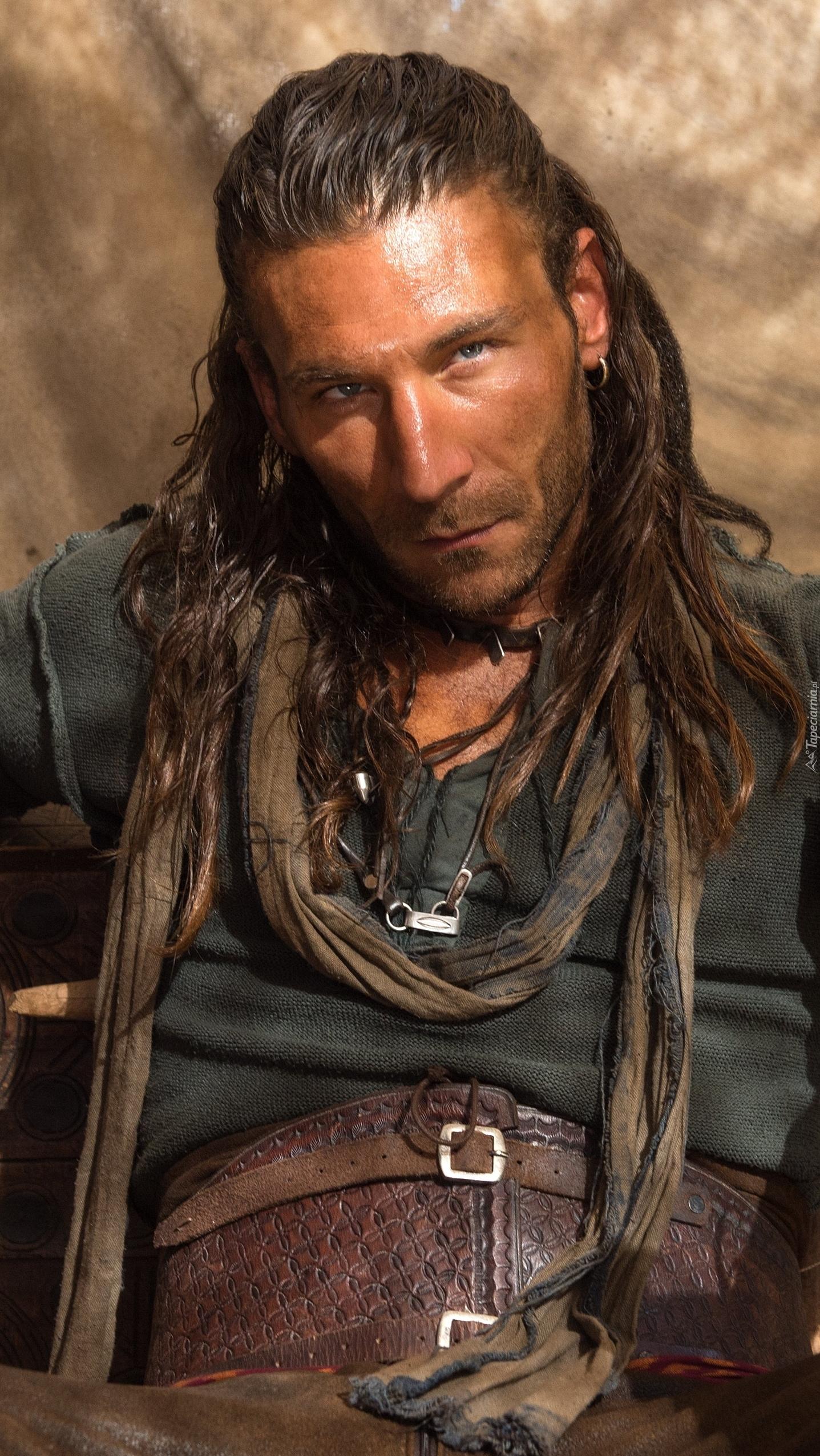 Zach McGowan  jako kapitan Charles Vane w serialu Piraci