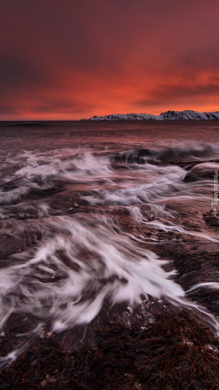 Zachód słońca mad morzem Barentsa
