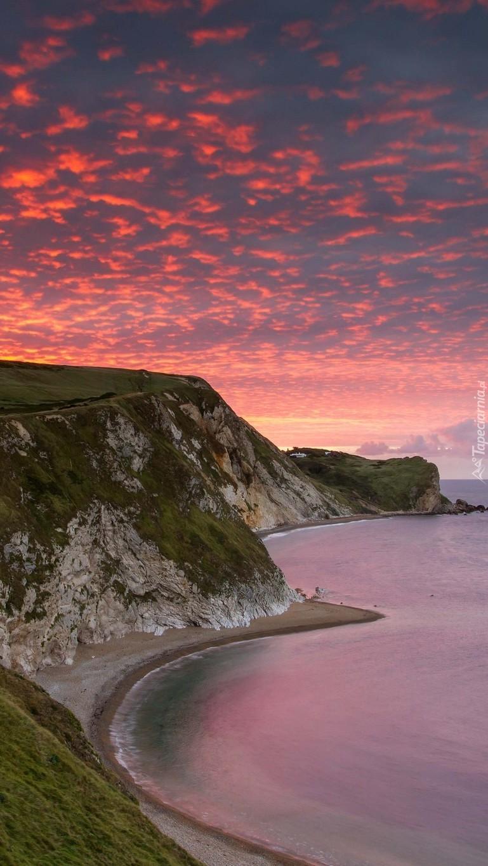 Zachód słońca na wybrzeżu w Anglii