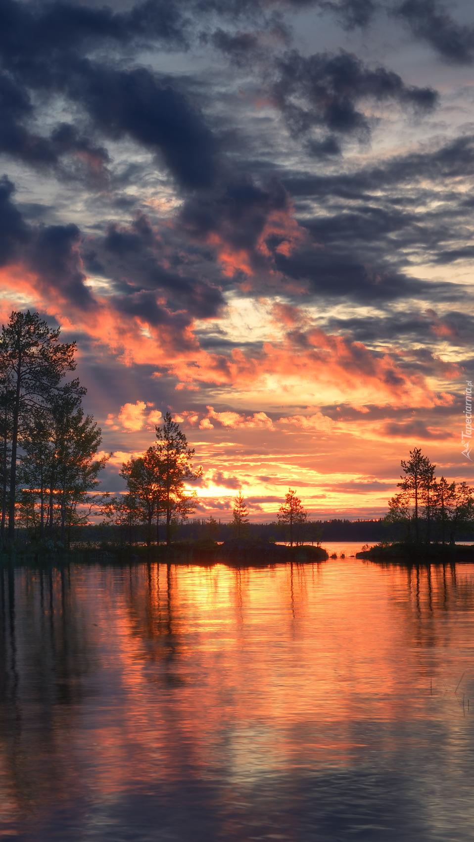 Zachód słońca nad jeziorem Ala-Kitka
