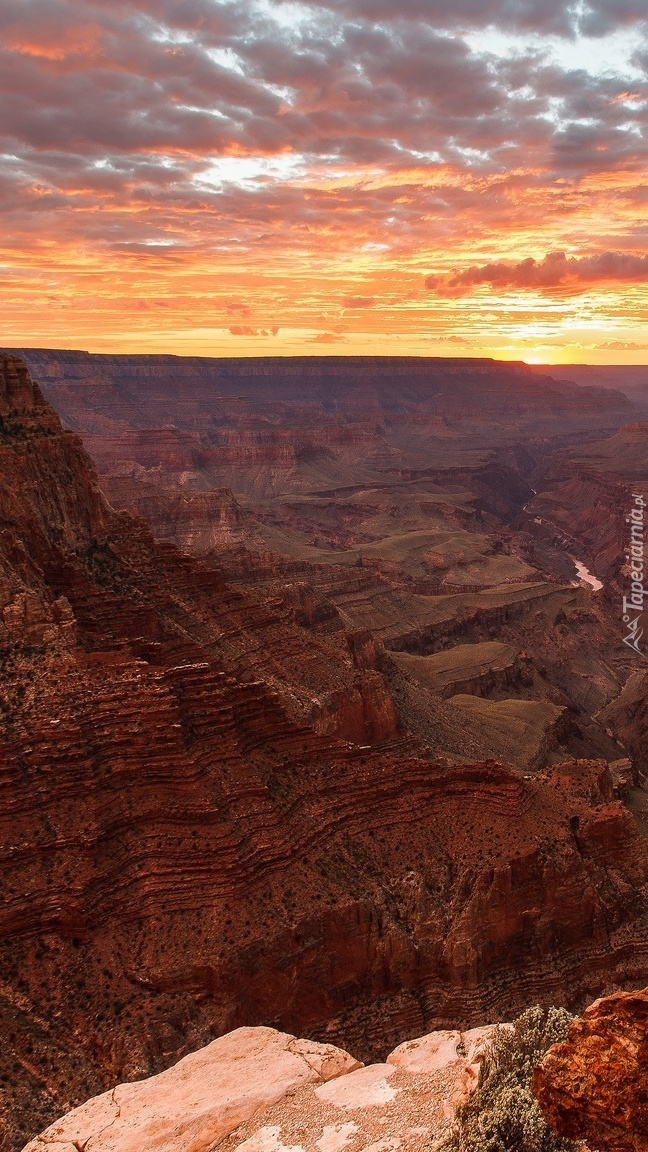 Zachód słońca nad kanionem