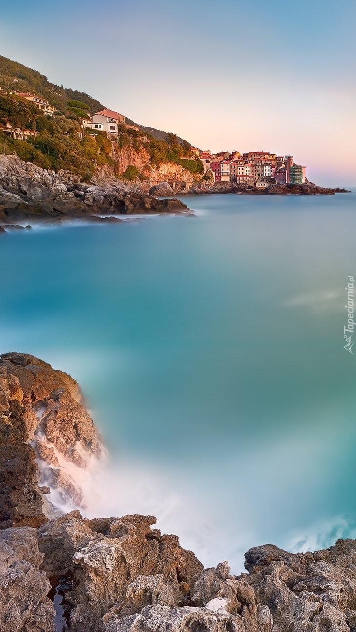 Zachód słońca nad morzem w Ligurii
