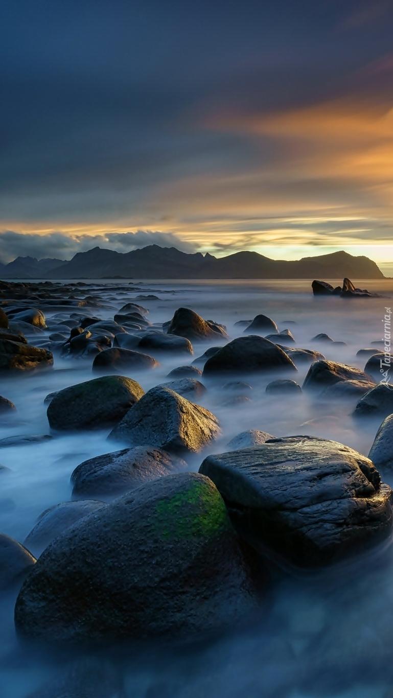 Zachód słońca nad morzem w Norwegii