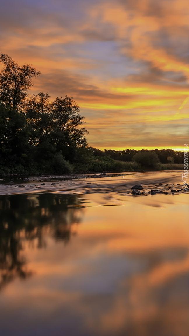 Zachód słońca nad rzeką