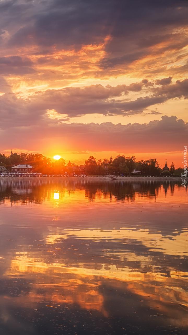 Zachód słońca nad rzeką Kostroma