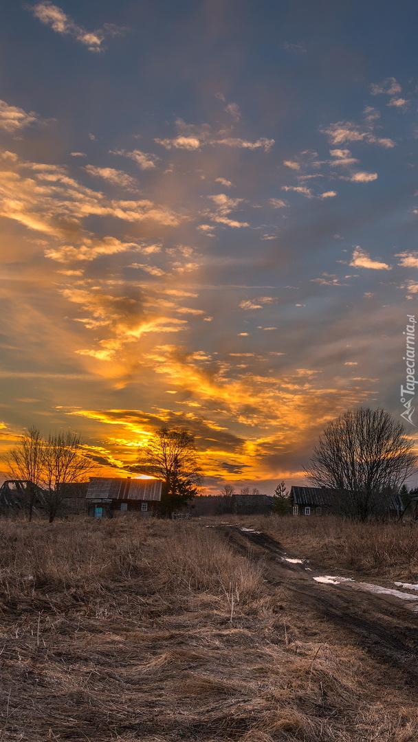 Zachód słońca nad wsią