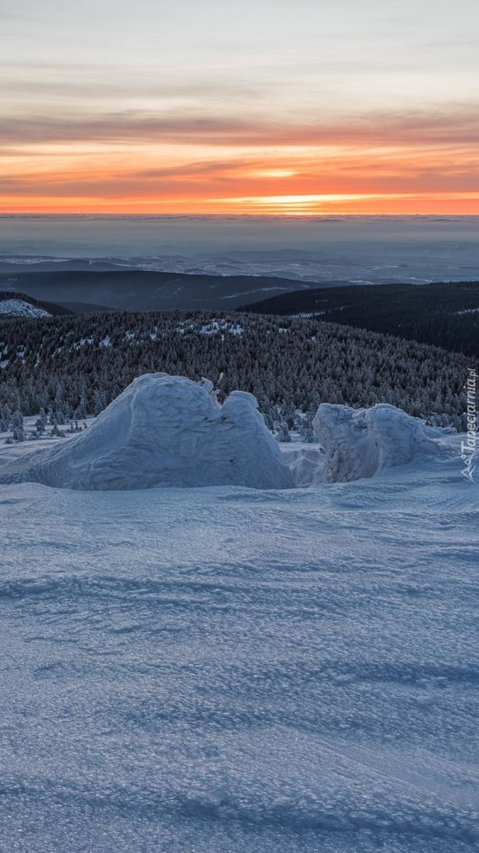 Zachód słońca nad wzgórzami