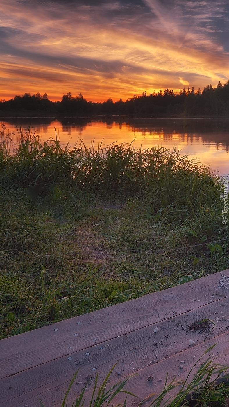 Zachód słońca odbijający się w rzece