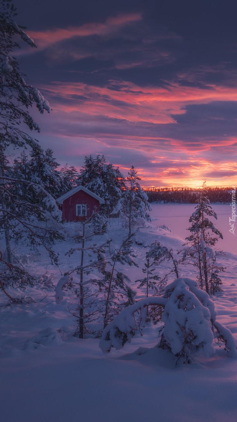 Zachód słońca w śnieżnej Norwegii