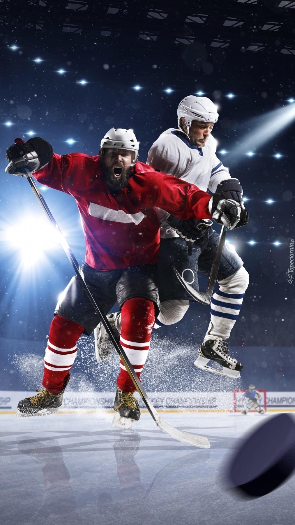 Zacięta walka o hokejowy krążek