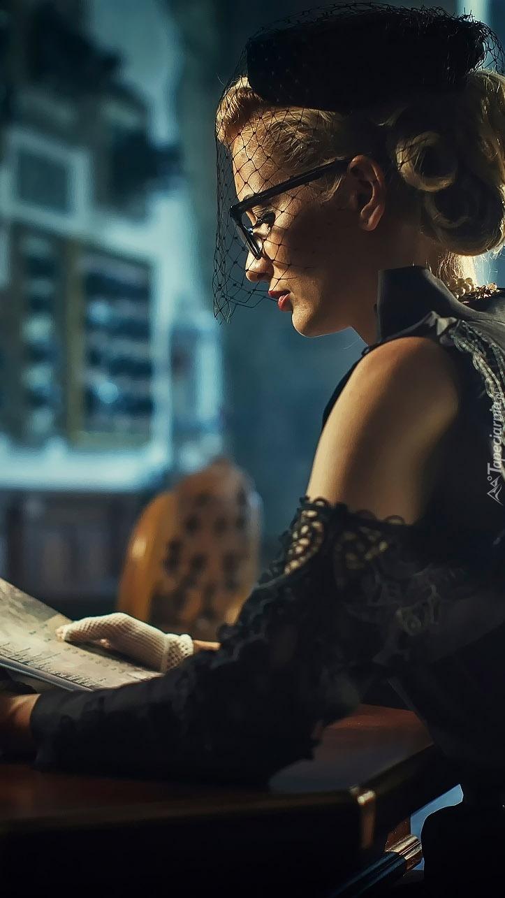 Zaczytana kobieta