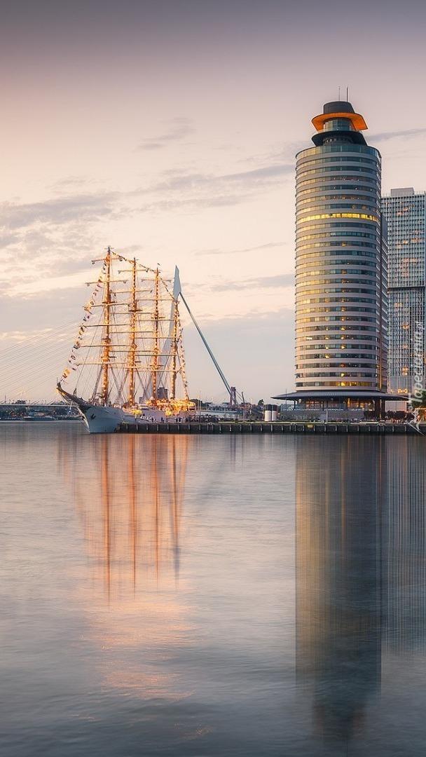 Żaglowiec BAP Union na rzece Moza w Holandii