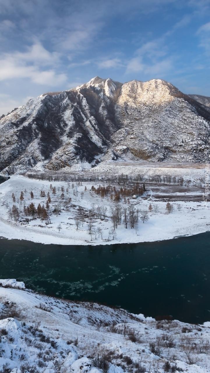 Zakole rzeki w górach