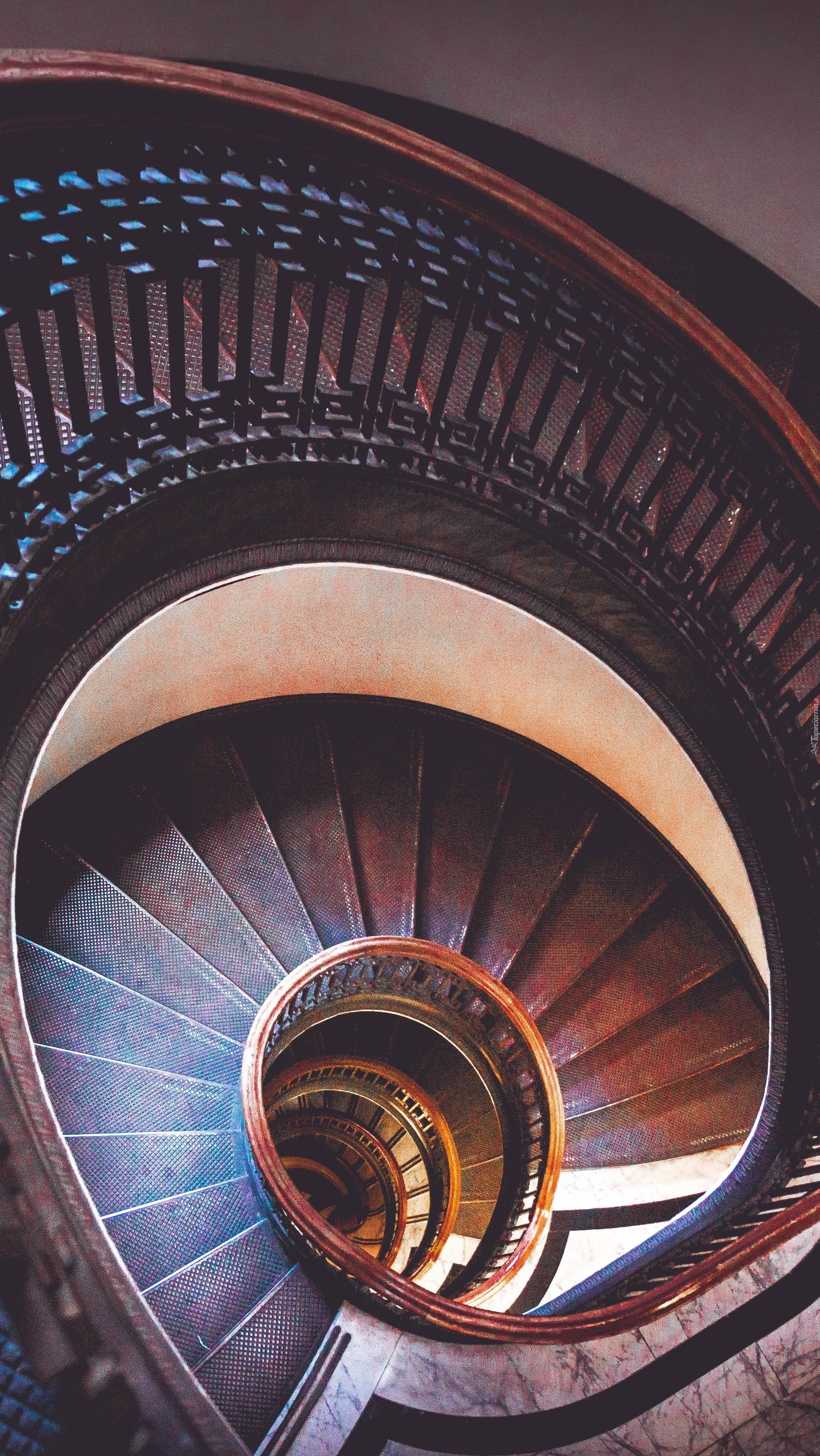 Zakręcone stare schody