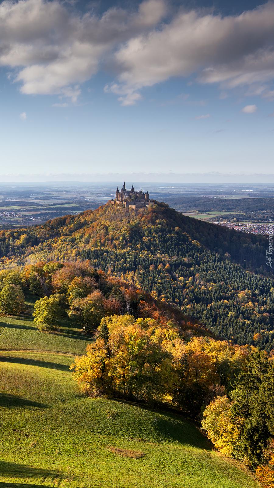 Zamek Hohenzollern na wzgórzu