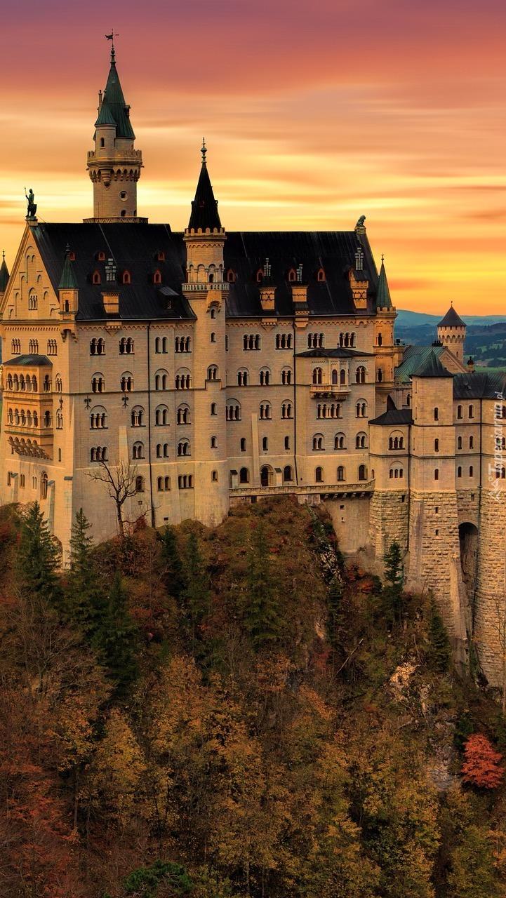 Zamek Neuschwanstein o zachodzie słońca