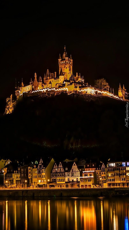 Zamek Reichsburg nocą