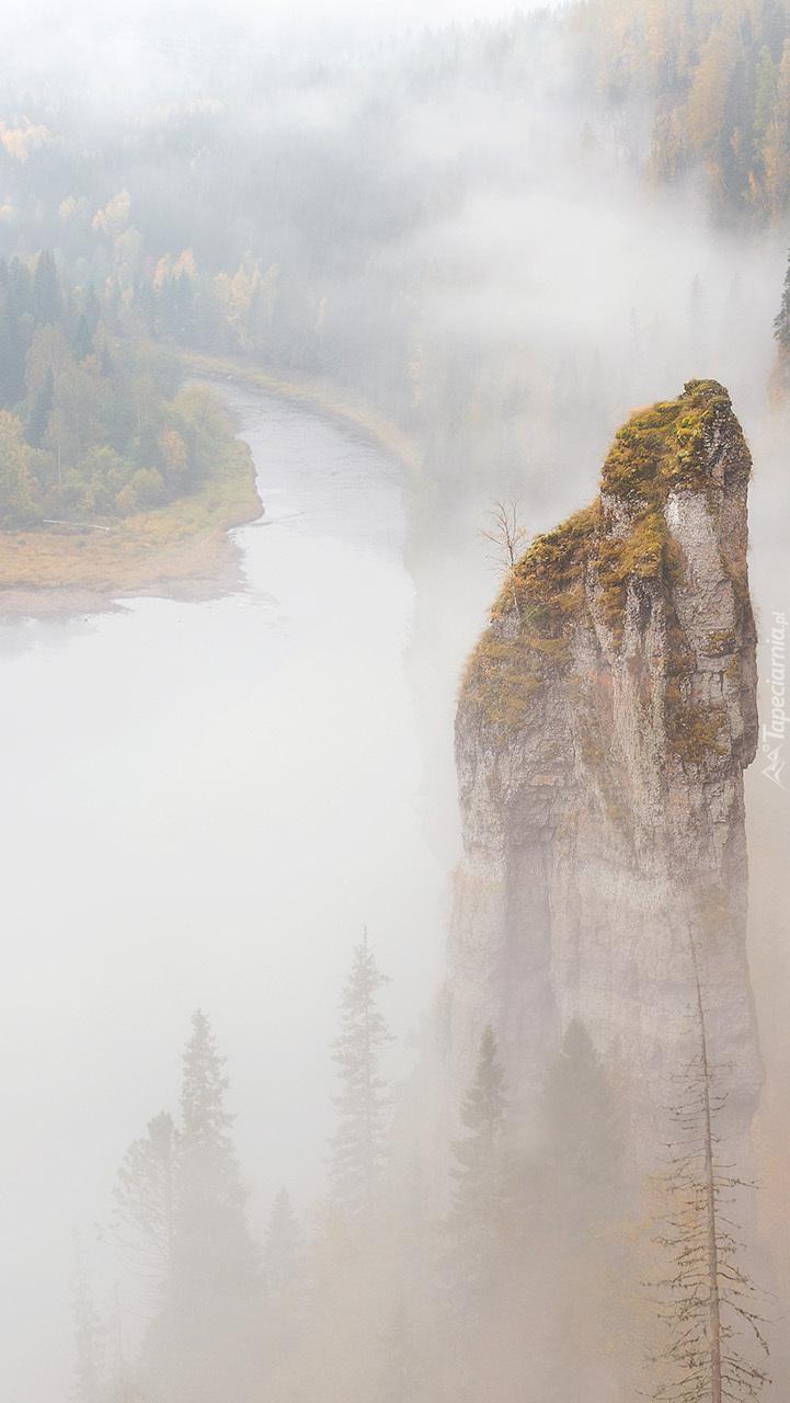 Zamglona skała