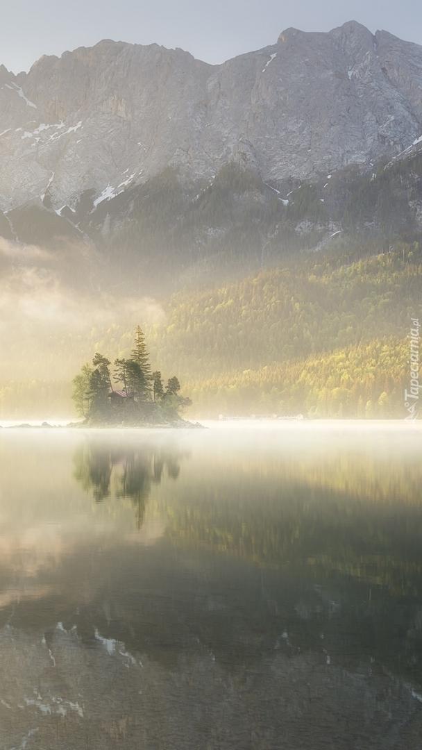 Zamglone jezioro Eibsee