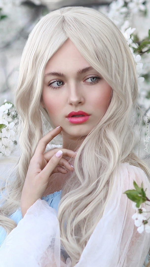 Zapatrzona blondynka