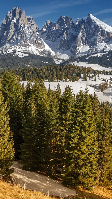 Zaśnieżone góry Sassolungo