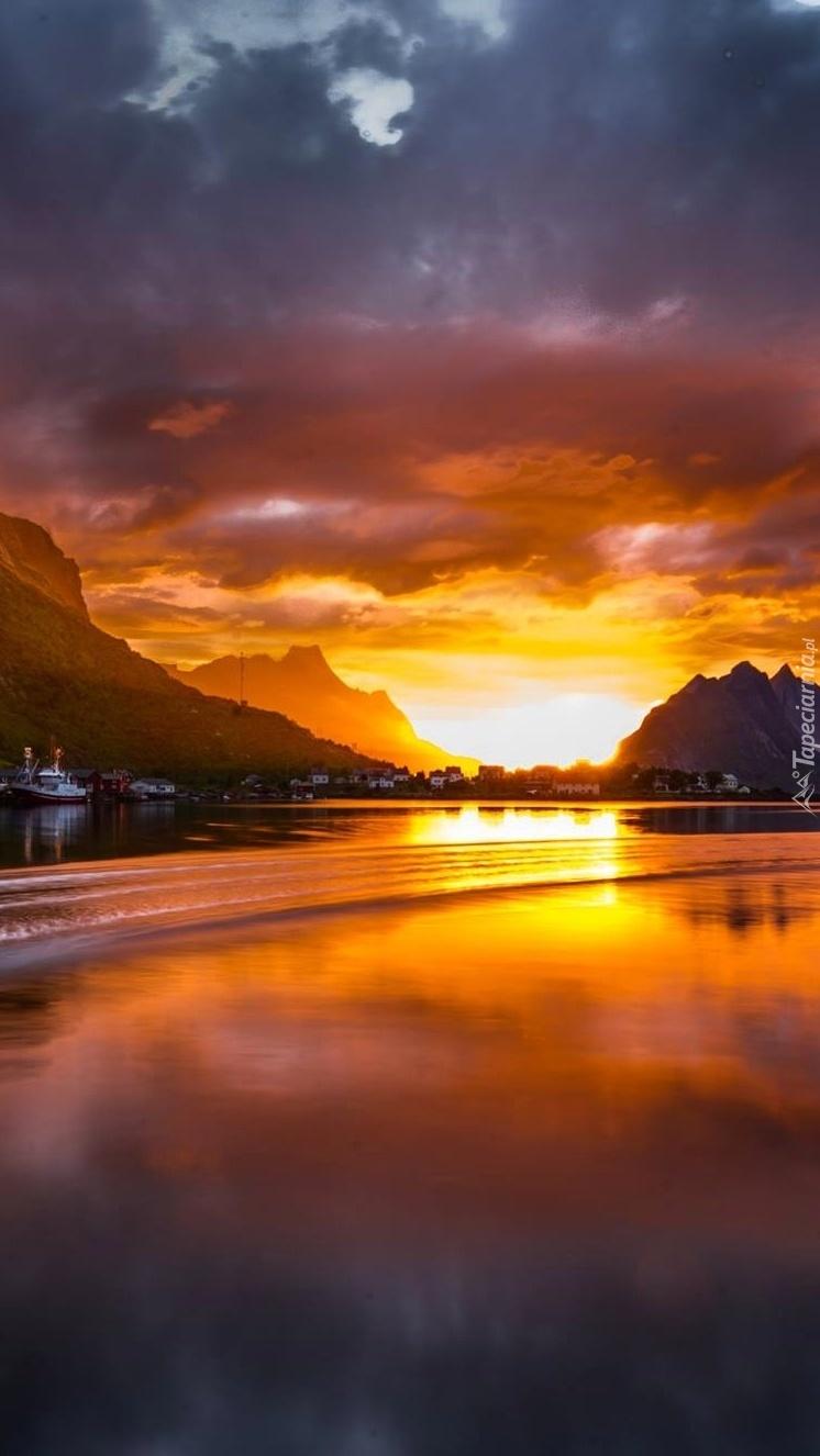 Zatoka o zachodzie słońca