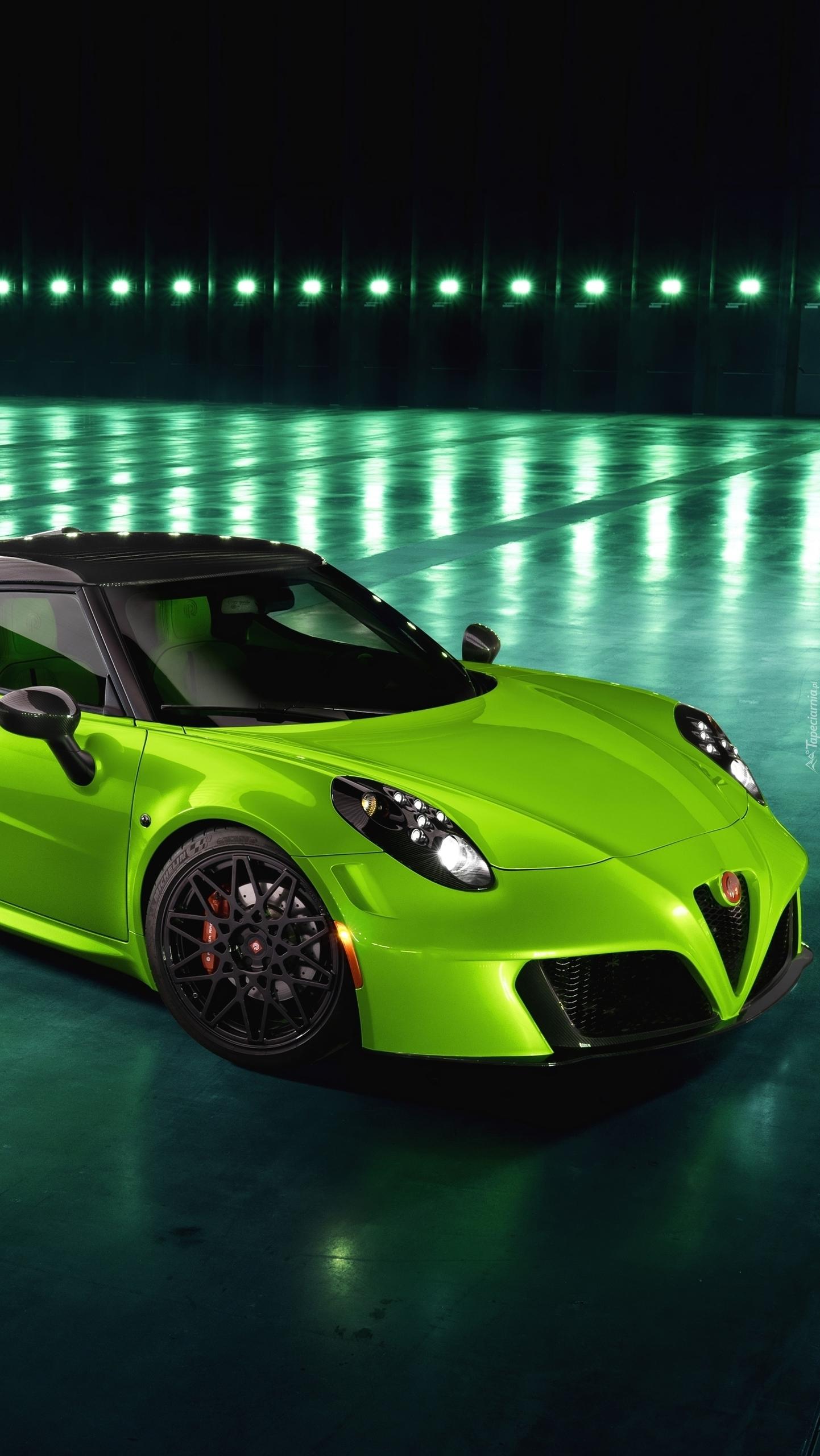 Zielone Alfa Romeo 4C