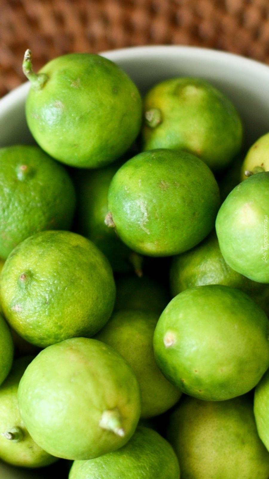 Zielone limonki w miseczce