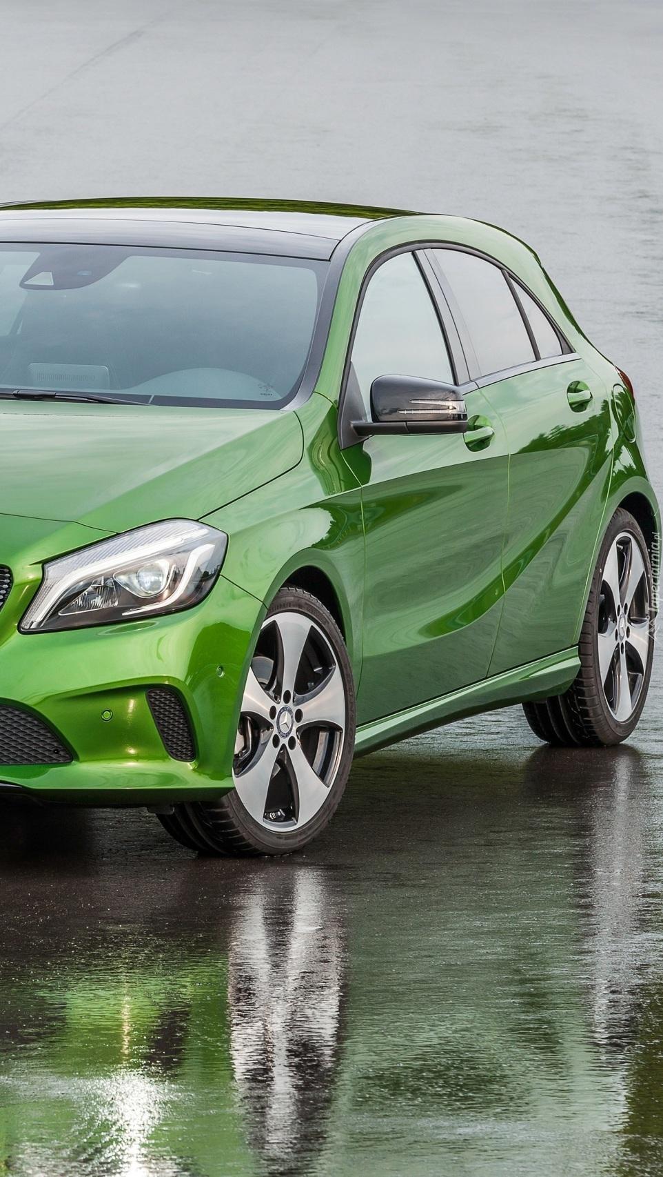 Zielony Mercedes klasa A