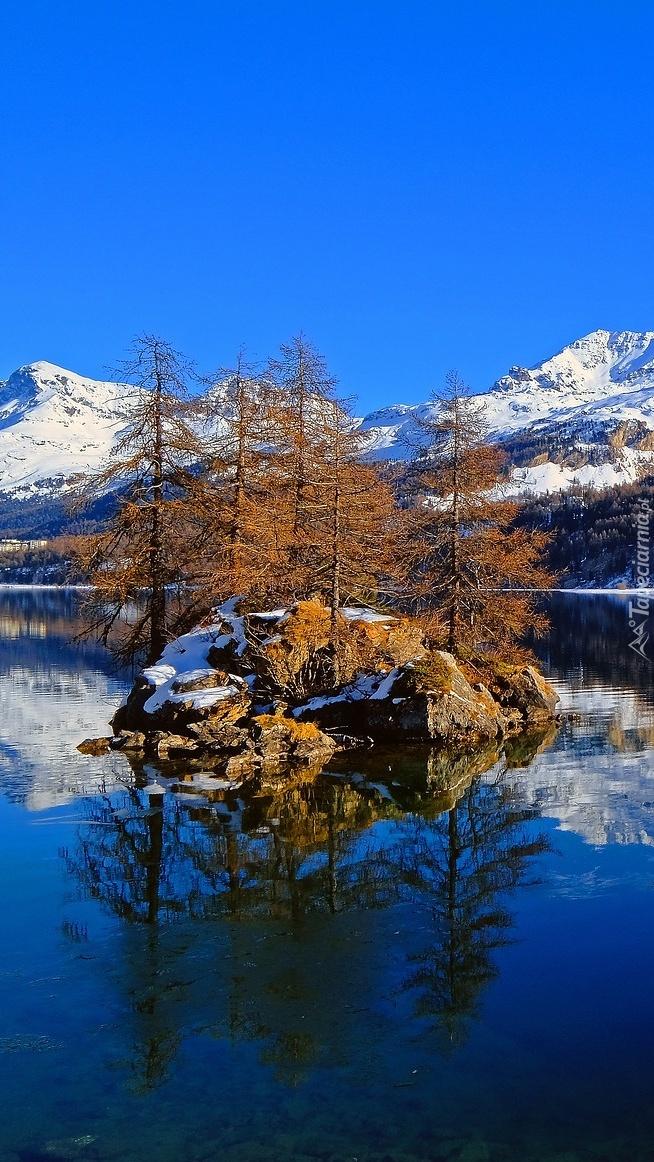 Zima nad jeziorem Bergsee w Szwajcarii