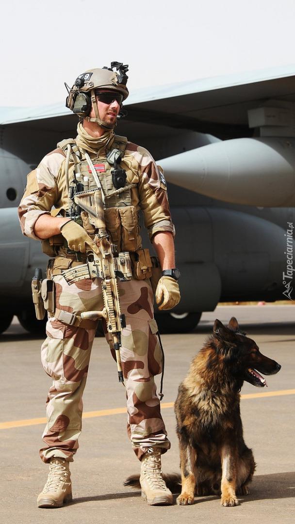 Żołnierz z psem