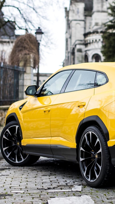Żółte Lamborghini Urus