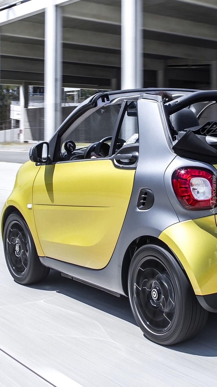 Żółty Smart Fortwo Cabrio
