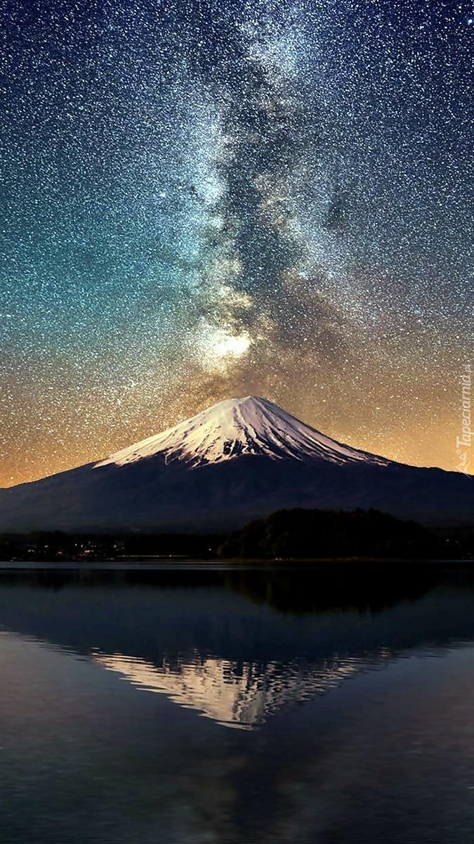Zorza nad wulkanem