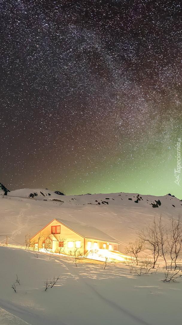 Zorza polarna nad domem