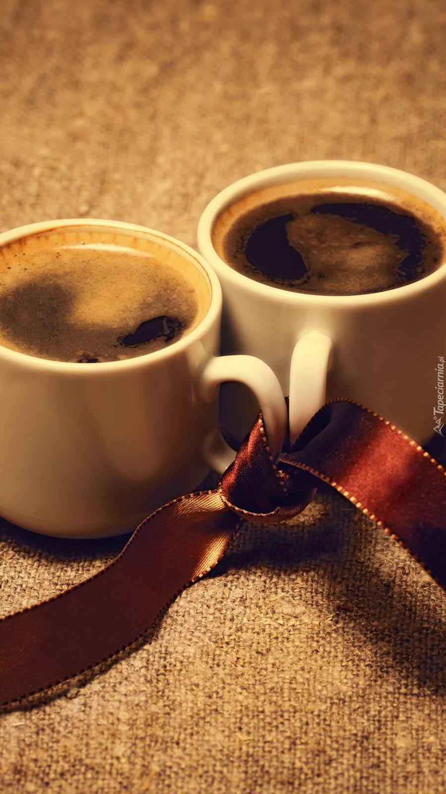 Związane kubeczki z kawą