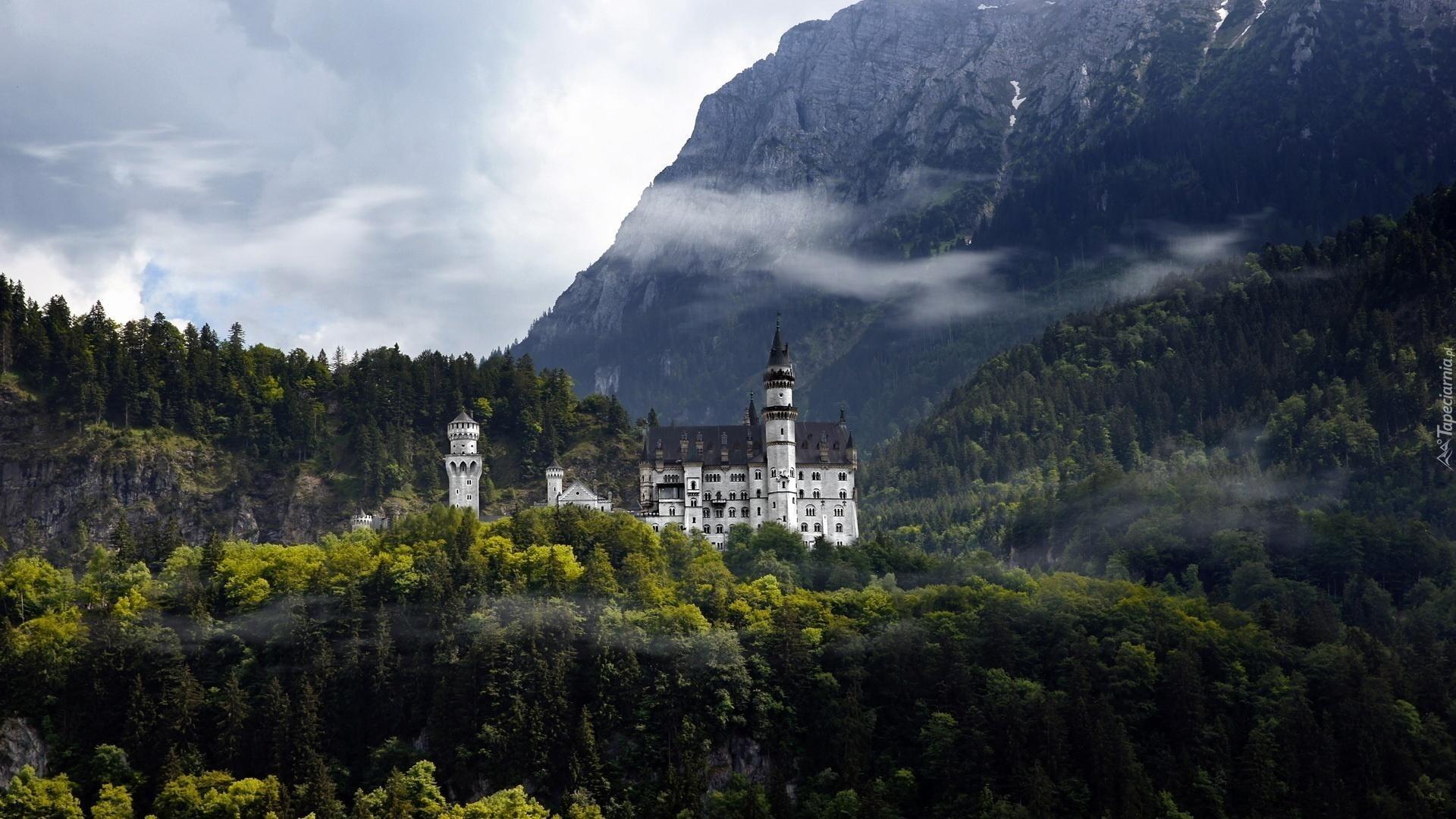 Замок у вершины горы загрузить