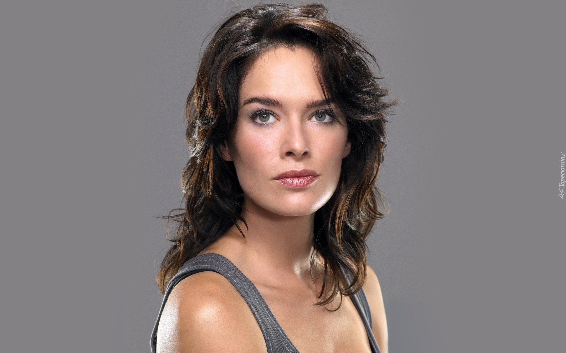 Lena Headey, Brunetka, Szary, Top