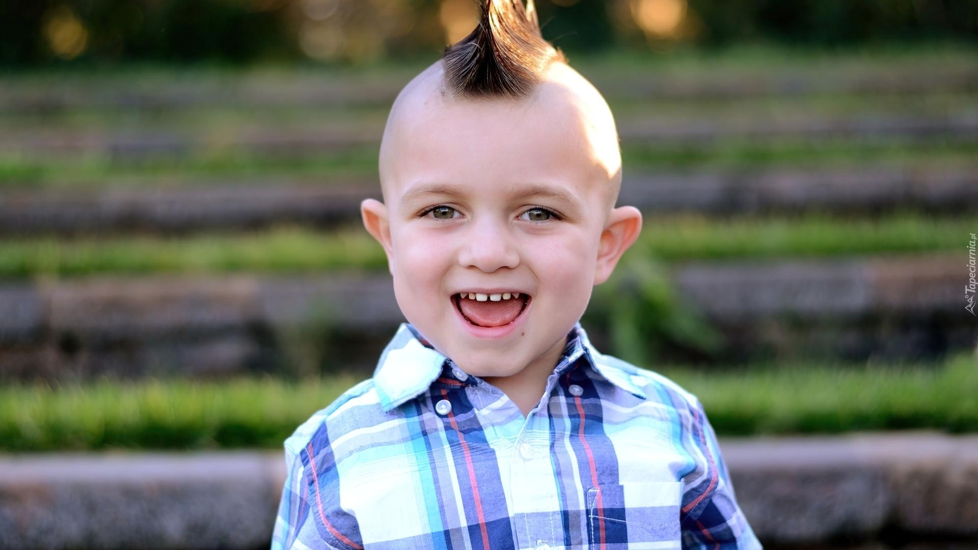 Chłopiec Uśmiech Fryzura