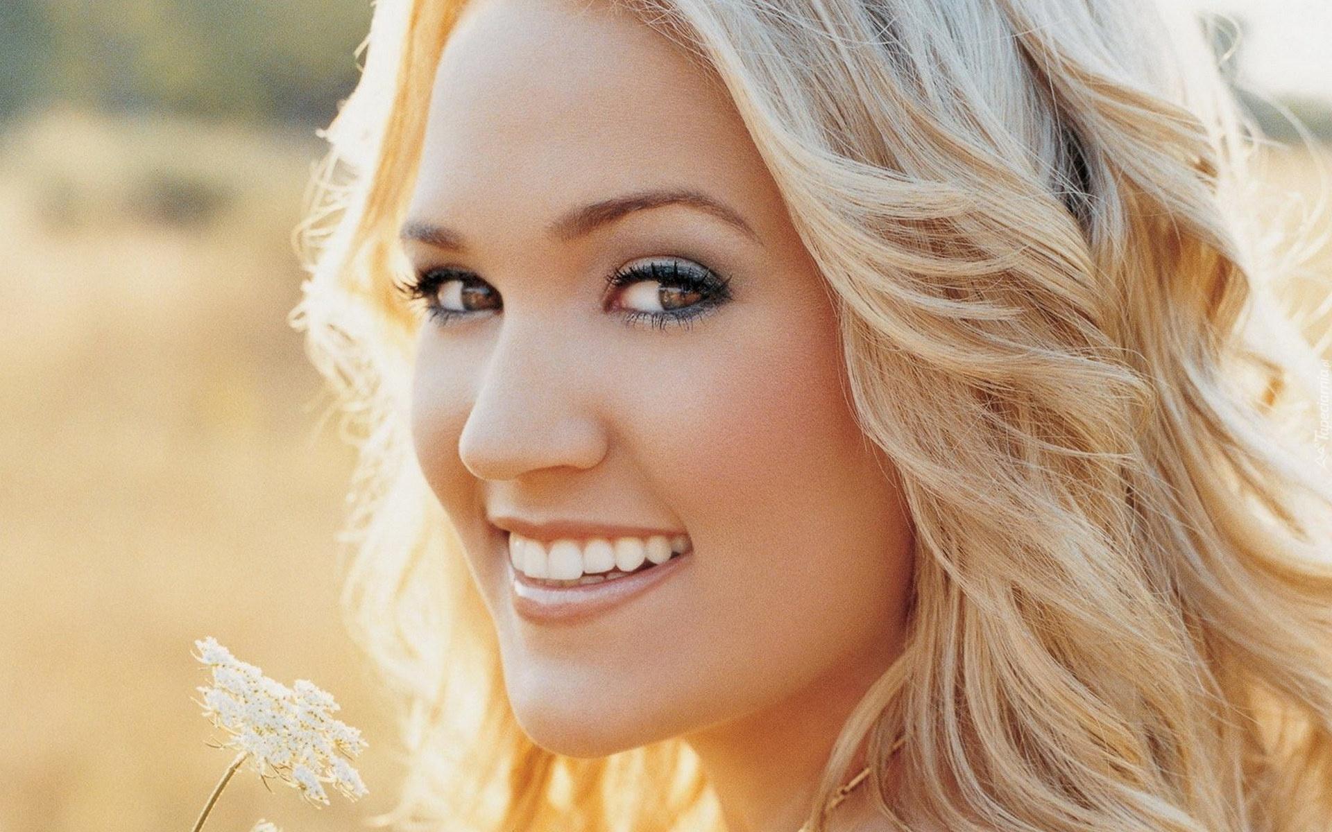 Блондинка с карими глазами картинки