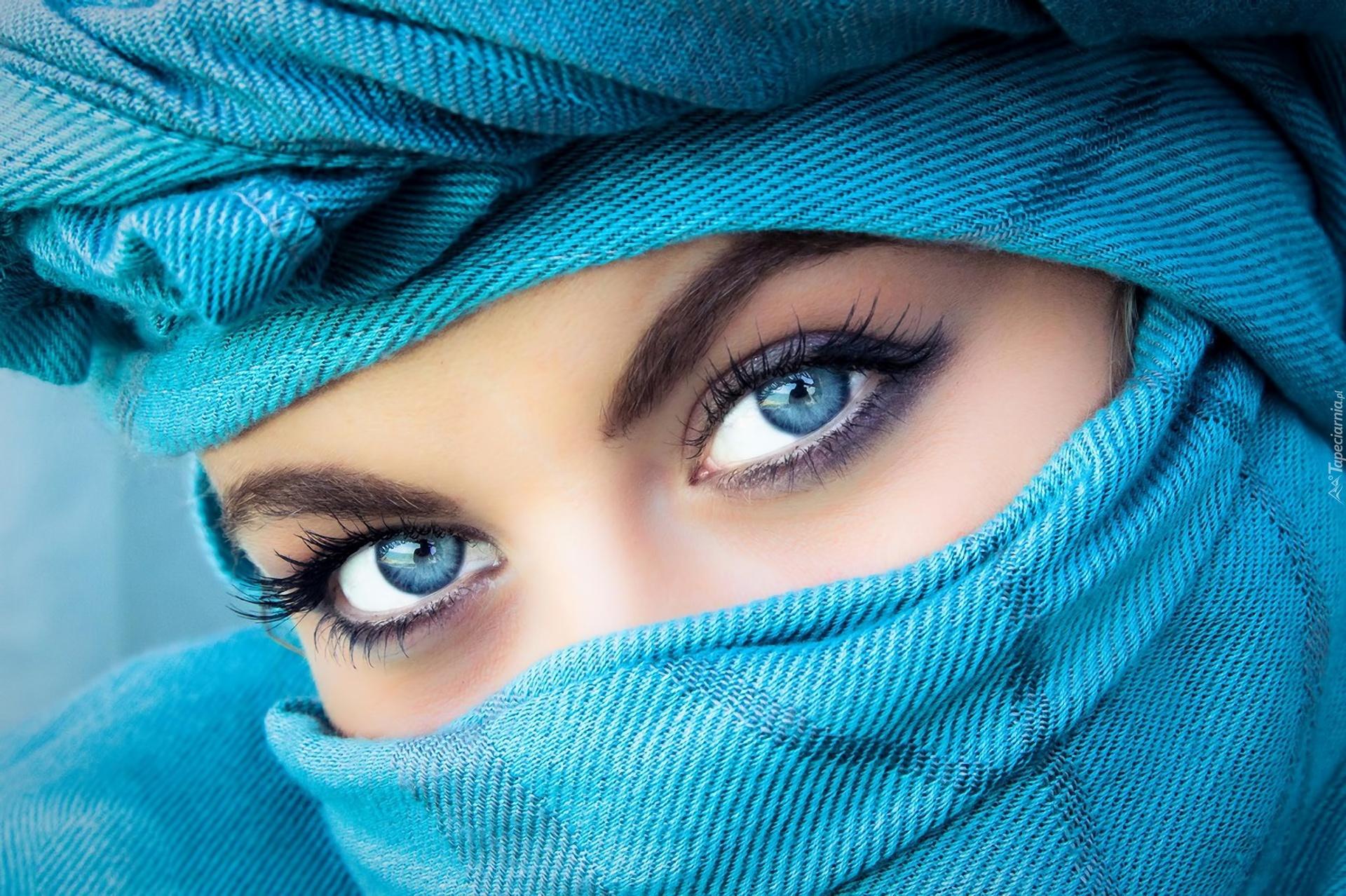 Kobieta Makijaż Chusta Niebieskie Oczy