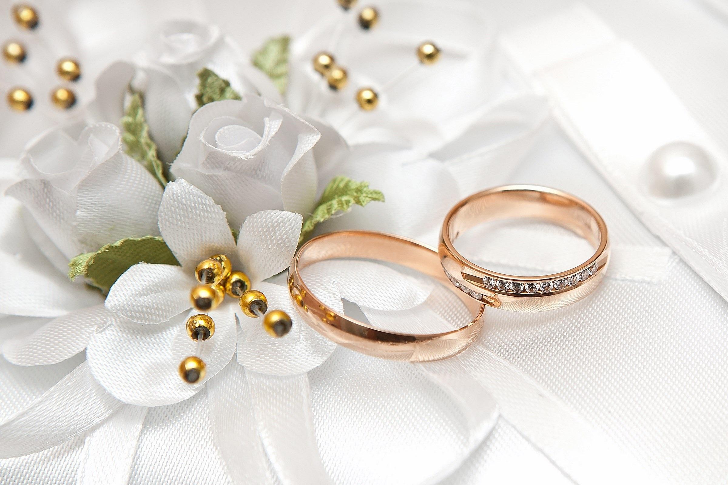 Auguri Matrimonio Nel Signore : Białe kwiaty obrączki Ślubne