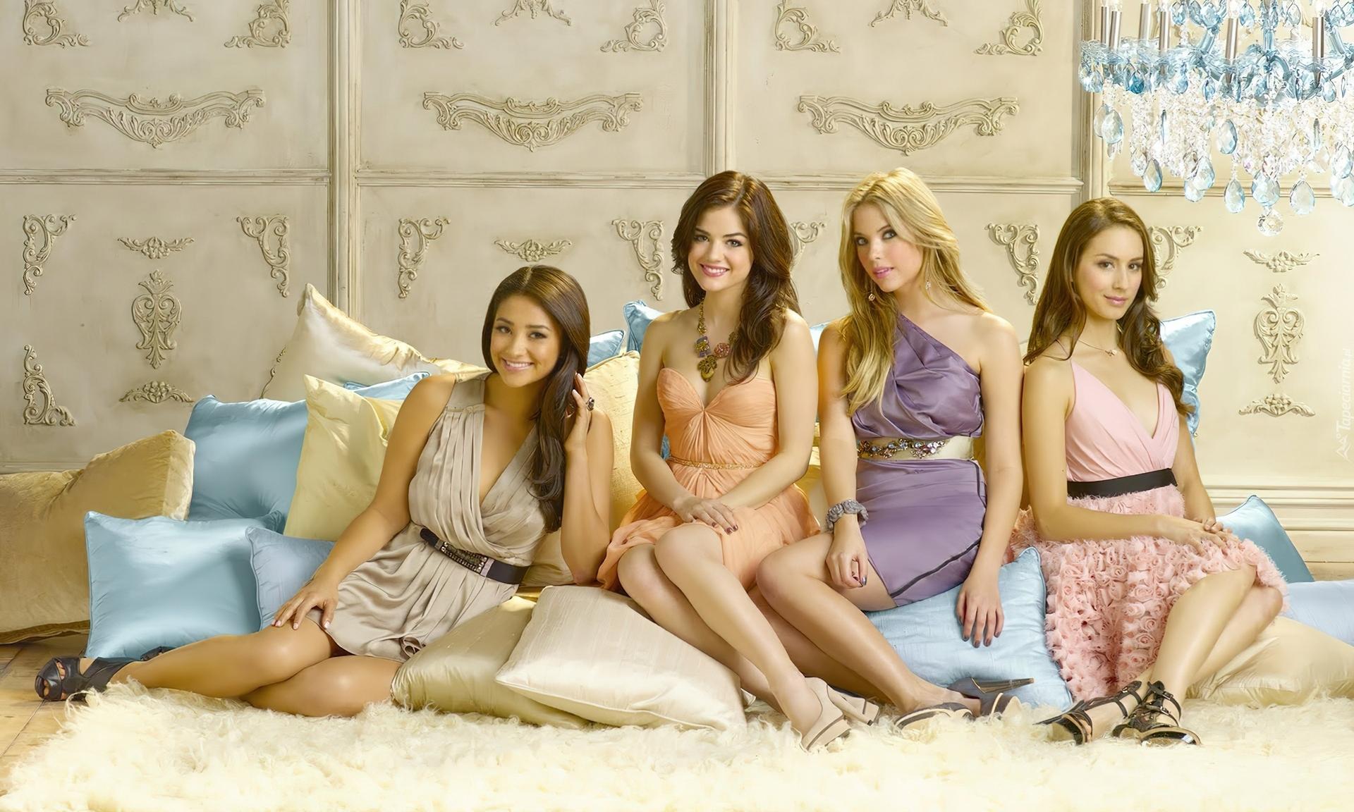 Cztery Piękne Kobiety Poduszeczki Salon
